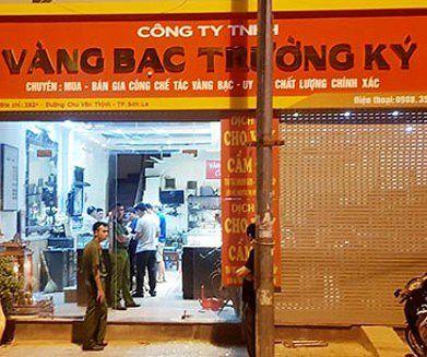 Vụ cướp hiệu vàng tại Sơn La: các đối tượng chuẩn bị tóc giả, mặt nạ và súng bắn điện Ảnh 1