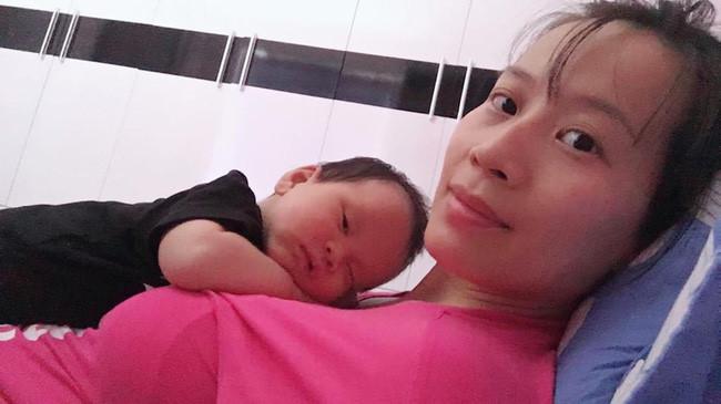 Từ một em bé gắt ngủ triền miên, mẹ luyện con tự ngủ ngoan và sâu giấc chỉ sau đúng 1 tuần Ảnh 2
