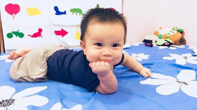 Từ một em bé gắt ngủ triền miên, mẹ luyện con tự ngủ ngoan và sâu giấc chỉ sau đúng 1 tuần Ảnh 1