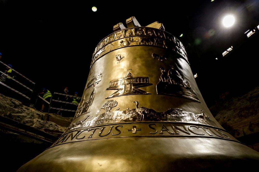 Chuông nhà thờ nặng 55 tấn ra mắt ở Ba Lan Ảnh 1