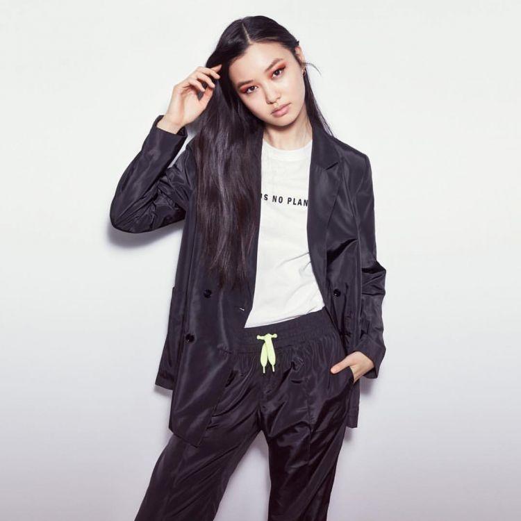 Mê mẩn style 'chất như nước cất' của 4 chân dài Châu Á hiếm hoi diễn show Victoria's Secret 2018 Ảnh 10