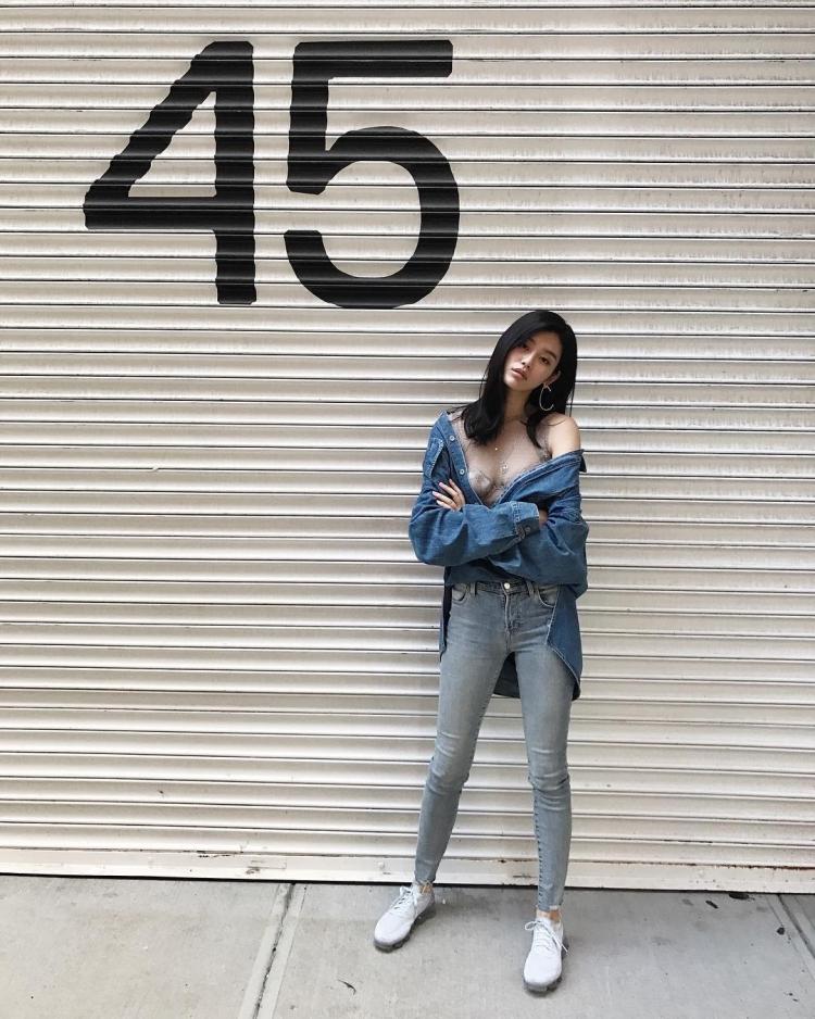 Mê mẩn style 'chất như nước cất' của 4 chân dài Châu Á hiếm hoi diễn show Victoria's Secret 2018 Ảnh 23