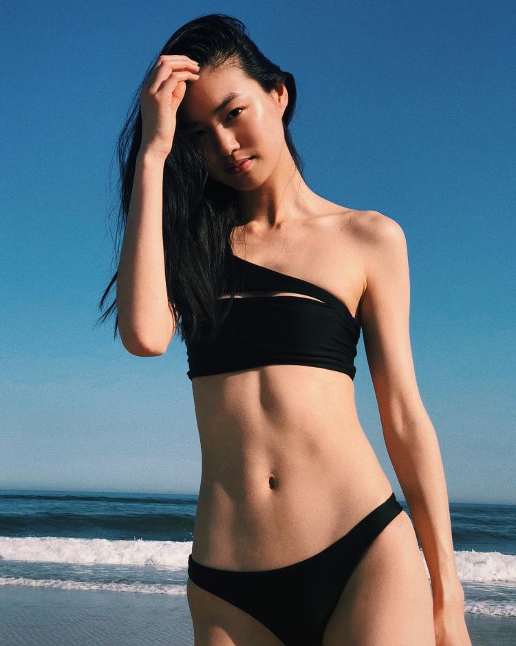 Mê mẩn style 'chất như nước cất' của 4 chân dài Châu Á hiếm hoi diễn show Victoria's Secret 2018 Ảnh 9
