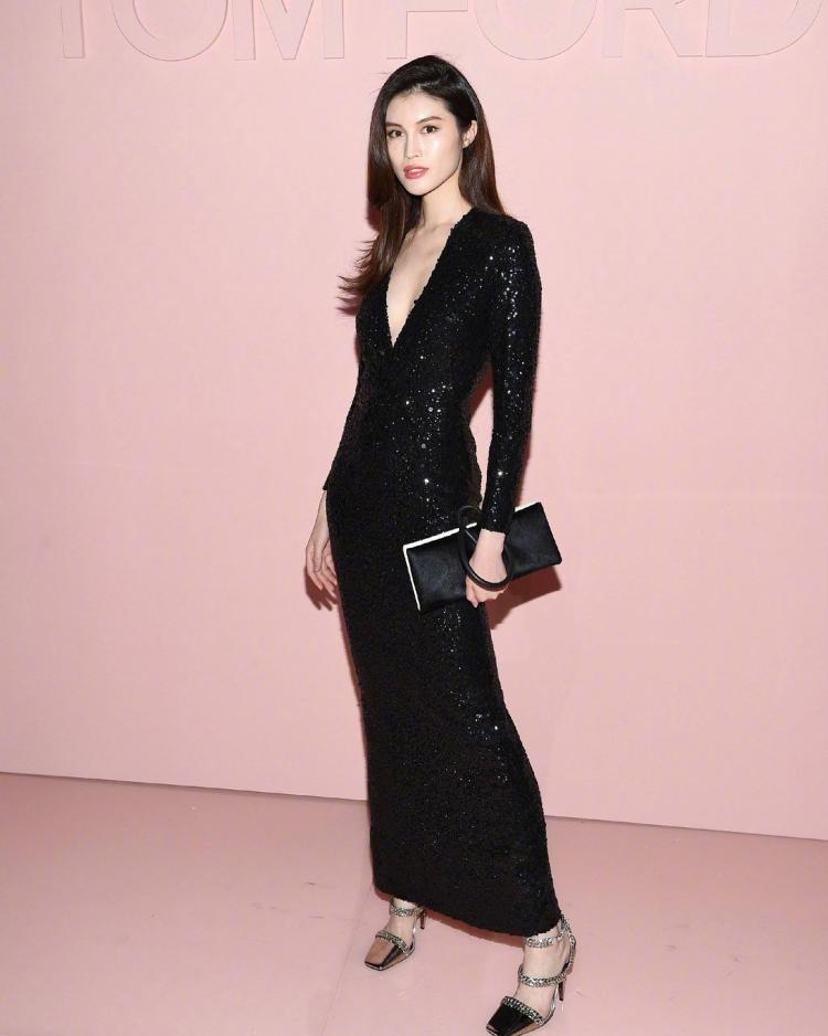 Mê mẩn style 'chất như nước cất' của 4 chân dài Châu Á hiếm hoi diễn show Victoria's Secret 2018 Ảnh 6