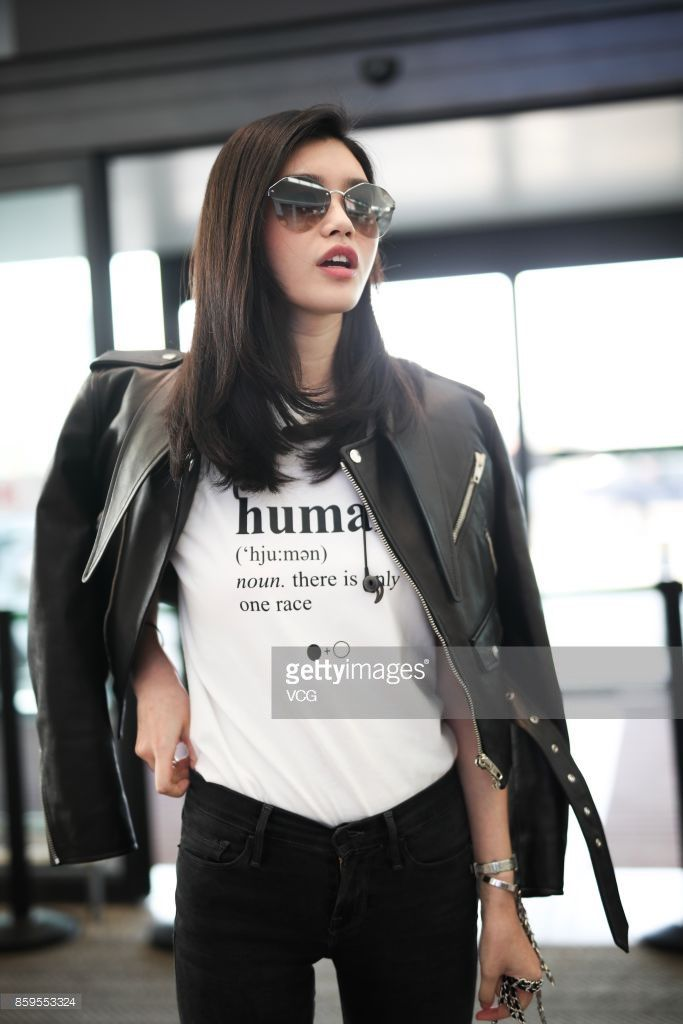 Mê mẩn style 'chất như nước cất' của 4 chân dài Châu Á hiếm hoi diễn show Victoria's Secret 2018 Ảnh 24