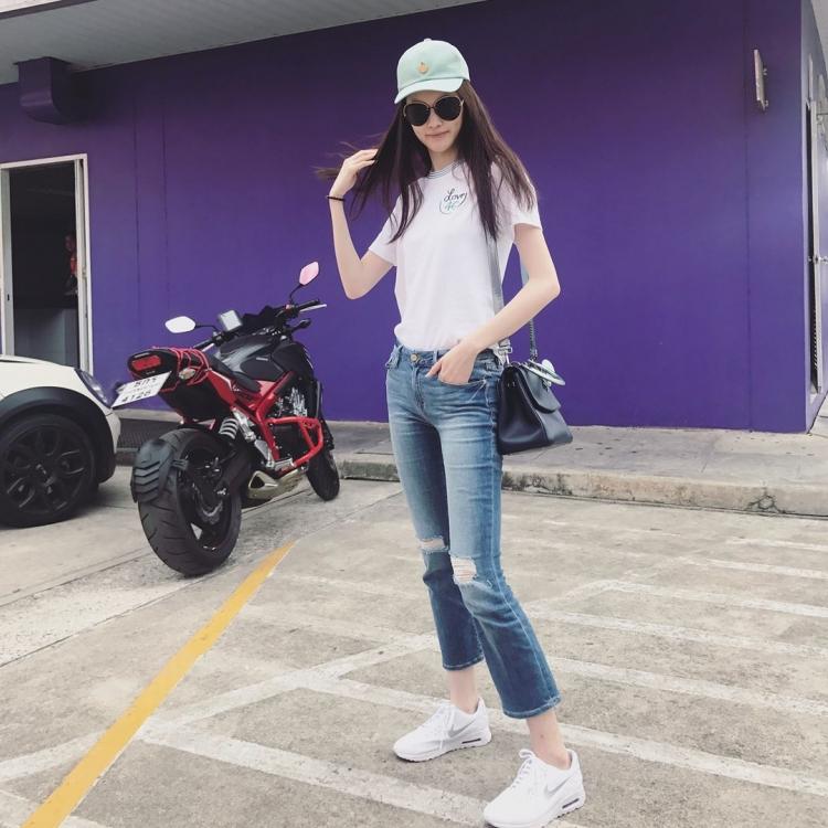 Mê mẩn style 'chất như nước cất' của 4 chân dài Châu Á hiếm hoi diễn show Victoria's Secret 2018 Ảnh 4