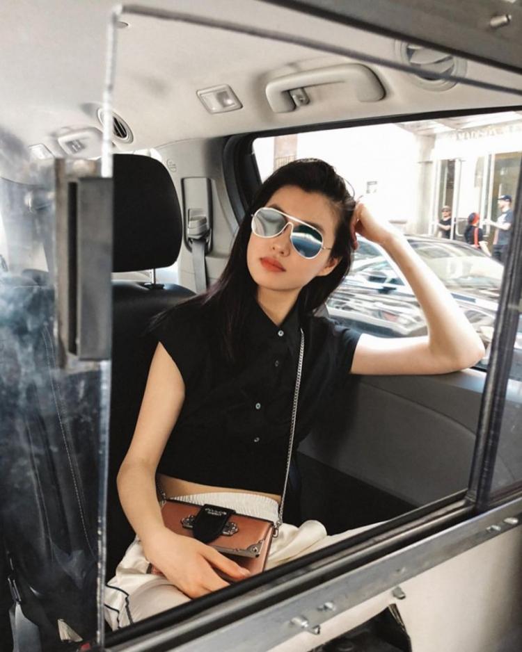 Mê mẩn style 'chất như nước cất' của 4 chân dài Châu Á hiếm hoi diễn show Victoria's Secret 2018 Ảnh 14