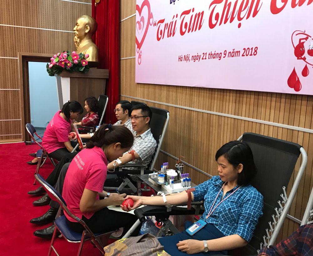 Ngày hội hiến máu của những người trẻ thiện tâm Ảnh 4