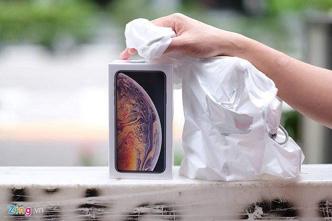 Nhiều người nhận 'trái đắng' khi vừa xếp hàng mua iPhone mới Ảnh 4