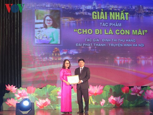 39 tác phẩm đạt giải Cuộc thi viết về người tốt việc tốt thành phố Hà Nội 2018 Ảnh 2