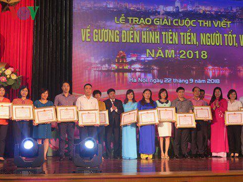 39 tác phẩm đạt giải Cuộc thi viết về người tốt việc tốt thành phố Hà Nội 2018 Ảnh 1