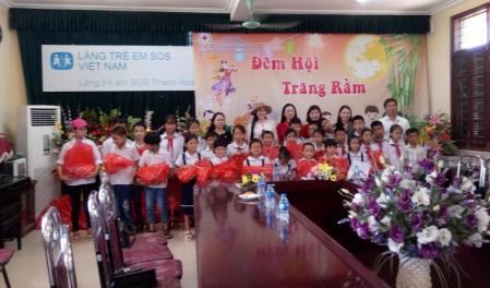 Tặng quà Tết Trung thu cho Làng trẻ em SOS Thanh Hóa Ảnh 1