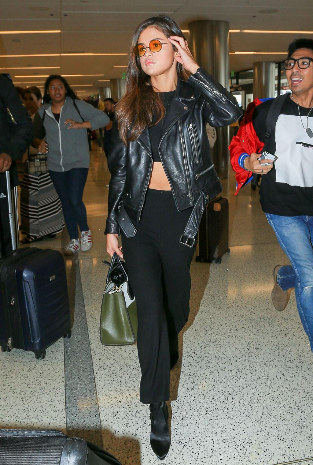 Selena Gomez mặc sành điệu thế nào trong một tháng qua? Ảnh 2