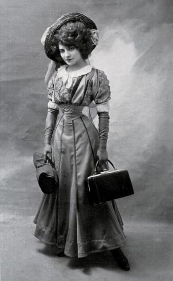 Lý do người đàn bà Pháp có eo nhỏ 40cm bị chê xấu nhất thế giới Ảnh 4
