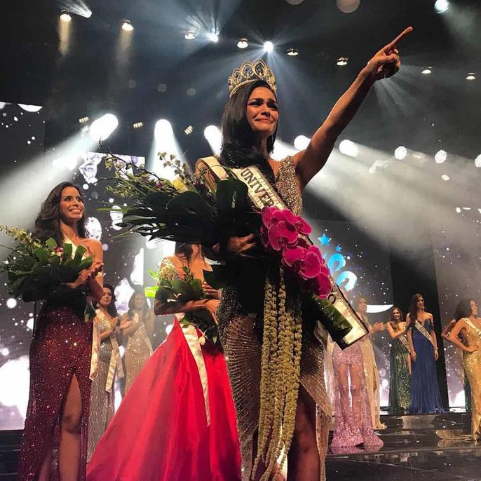 Cận cảnh vẻ đẹp tân Hoa hậu Hoàn vũ Puerto Rico Ảnh 4