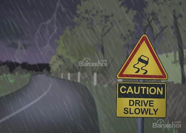Tổng hợp mẹo lái xe an toàn trong thời tiết mưa giông sấm sét Ảnh 4