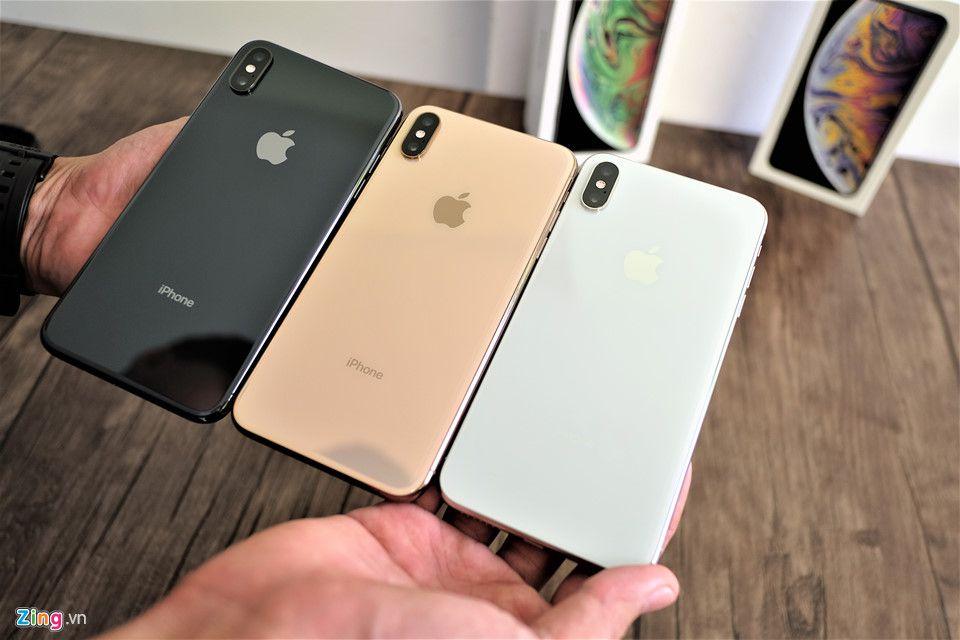 Trên tay 3 phiên bản iPhone XS Max xám, bạc và vàng hồng Ảnh 2