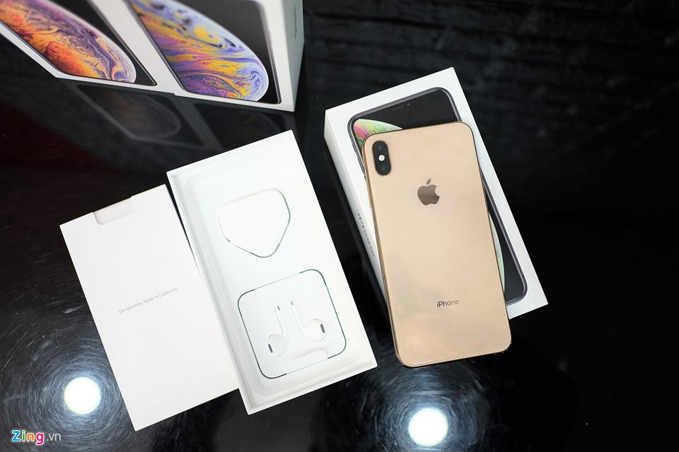 Trên tay 3 phiên bản iPhone XS Max xám, bạc và vàng hồng Ảnh 3