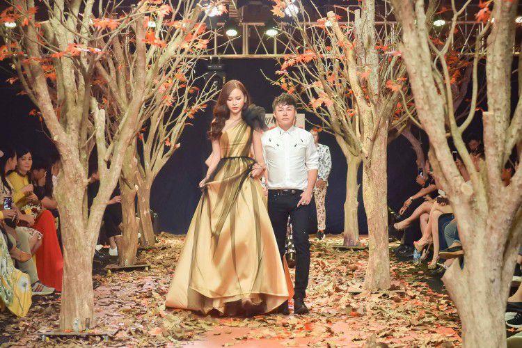 Á hậu Thanh Trang làm vedette trên sàn catwalk ngập lá mùa thu Ảnh 6
