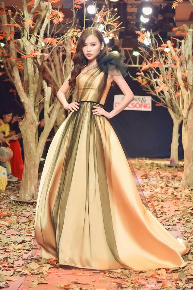 Á hậu Thanh Trang làm vedette trên sàn catwalk ngập lá mùa thu Ảnh 5