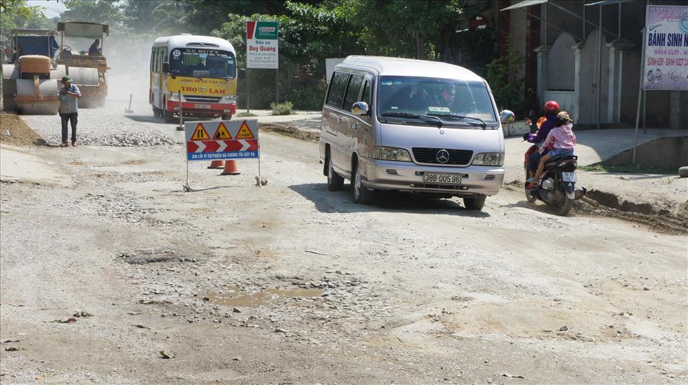 Tuyến đường đẹp bậc nhất Việt Nam hư hỏng nặng Ảnh 1