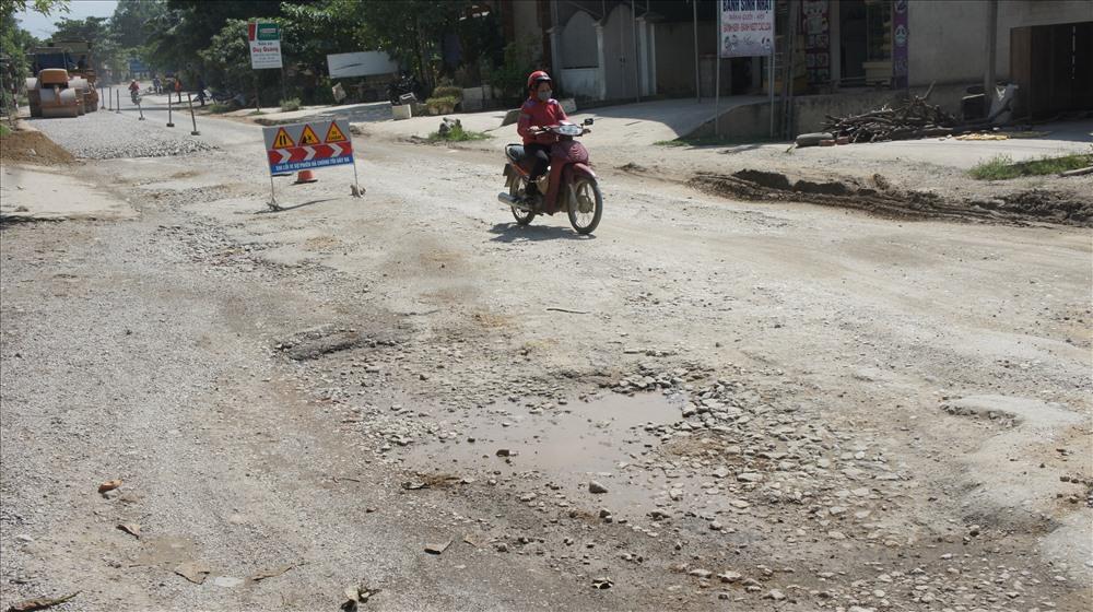 Tuyến đường đẹp bậc nhất Việt Nam hư hỏng nặng Ảnh 3