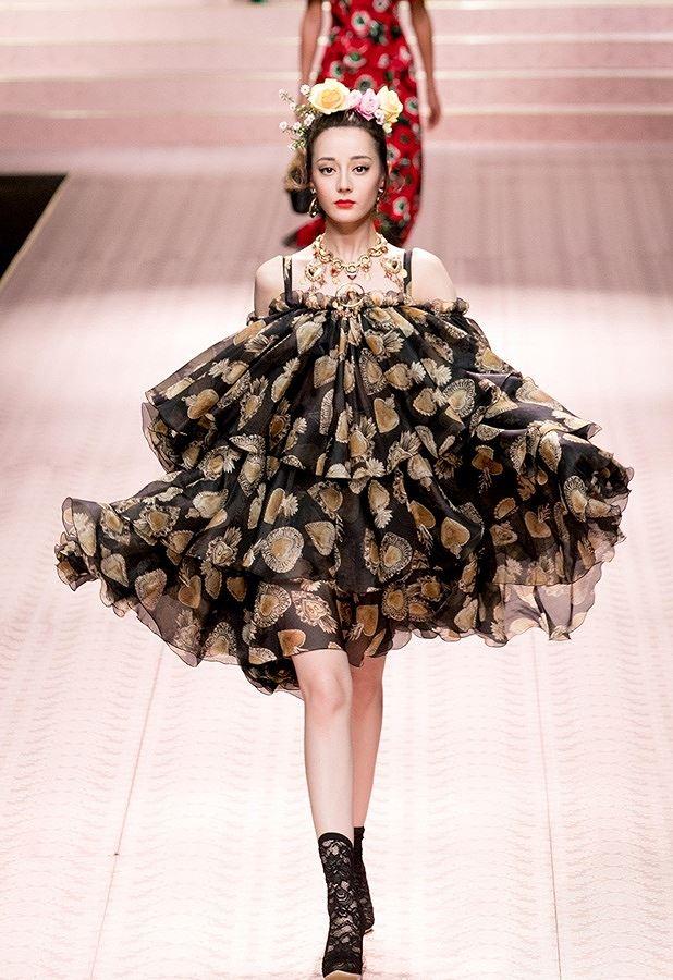 Mỹ nữ Tân Cương xinh như thiên thần trong show của Dolce & Gabbana Ảnh 8