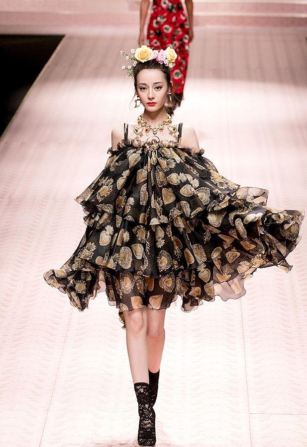 Mỹ nữ Tân Cương xinh như thiên thần trong show của Dolce & Gabbana Ảnh 9