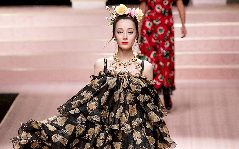 Mỹ nữ Tân Cương xinh như thiên thần trong show của Dolce & Gabbana Ảnh 7