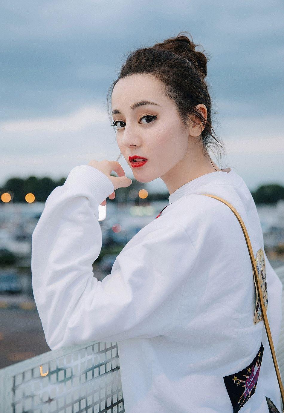 Mỹ nữ Tân Cương xinh như thiên thần trong show của Dolce & Gabbana Ảnh 13