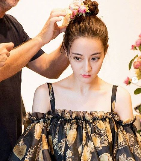 Mỹ nữ Tân Cương xinh như thiên thần trong show của Dolce & Gabbana Ảnh 2