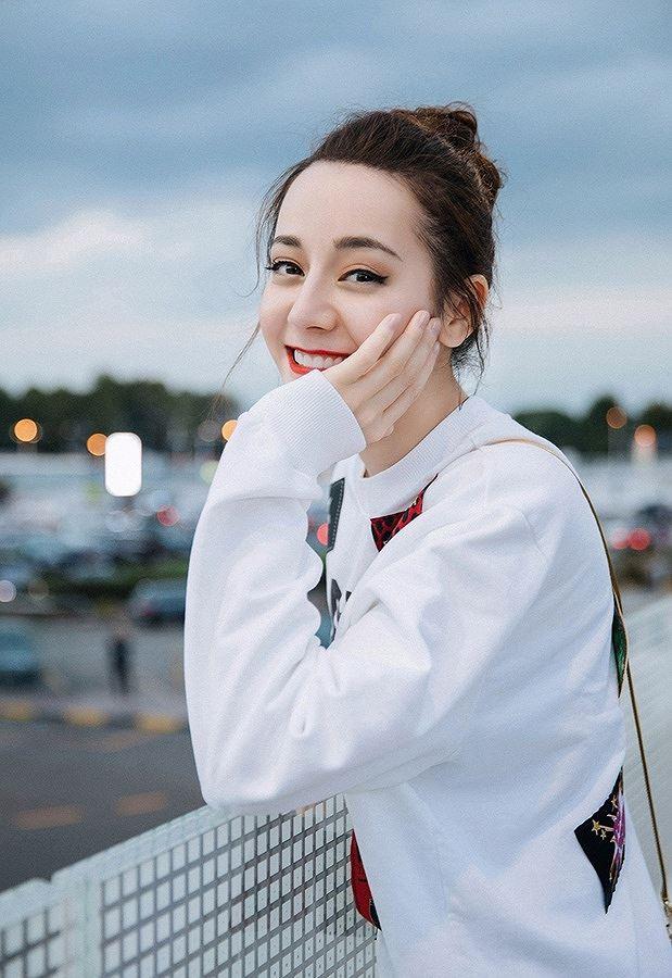 Mỹ nữ Tân Cương xinh như thiên thần trong show của Dolce & Gabbana Ảnh 12