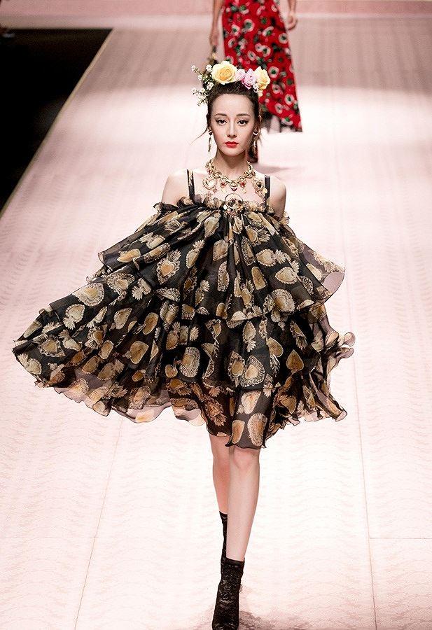 Mỹ nữ Tân Cương xinh như thiên thần trong show của Dolce & Gabbana Ảnh 10