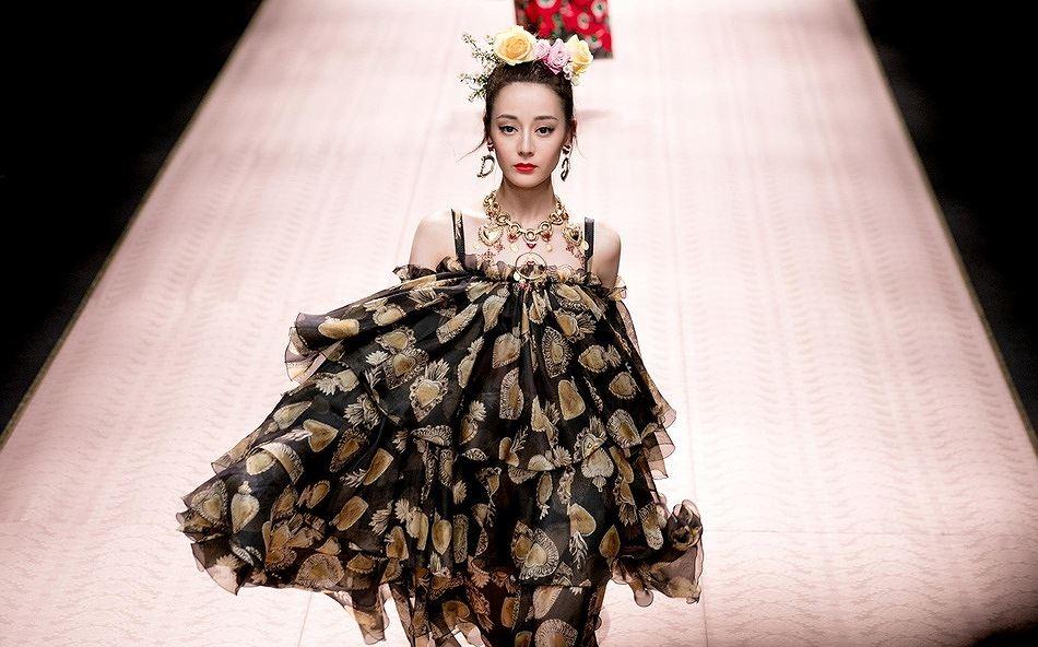 Mỹ nữ Tân Cương xinh như thiên thần trong show của Dolce & Gabbana Ảnh 6