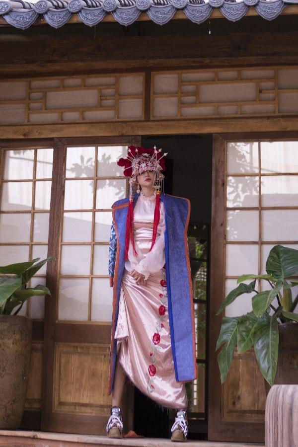 Thiên Nga The Face khiến fan thích thú khi hóa cô dâu Châu Á trước thềm Trung Thu Ảnh 4