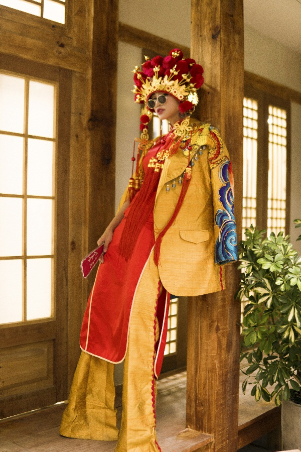 Thiên Nga The Face khiến fan thích thú khi hóa cô dâu Châu Á trước thềm Trung Thu Ảnh 1