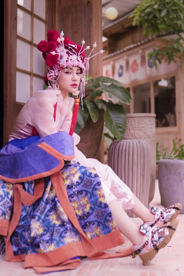 Thiên Nga The Face khiến fan thích thú khi hóa cô dâu Châu Á trước thềm Trung Thu Ảnh 6