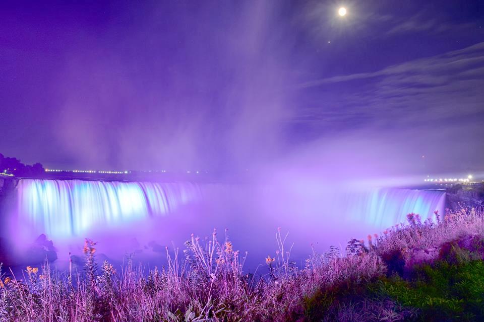 Thác Niagara khác lạ nhìn từ hai phía Mỹ và Canada Ảnh 15