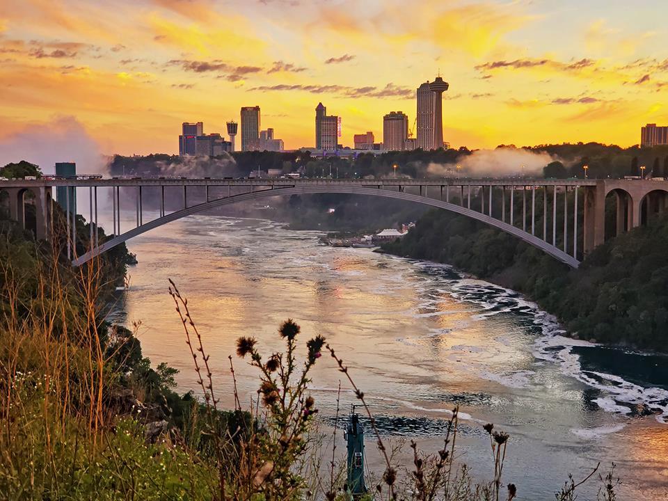 Thác Niagara khác lạ nhìn từ hai phía Mỹ và Canada Ảnh 13