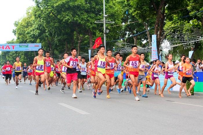 Hơn 1.500 vận động viên tham dự giải chạy Báo Hà Nội Mới mở rộng năm 2018 Ảnh 1