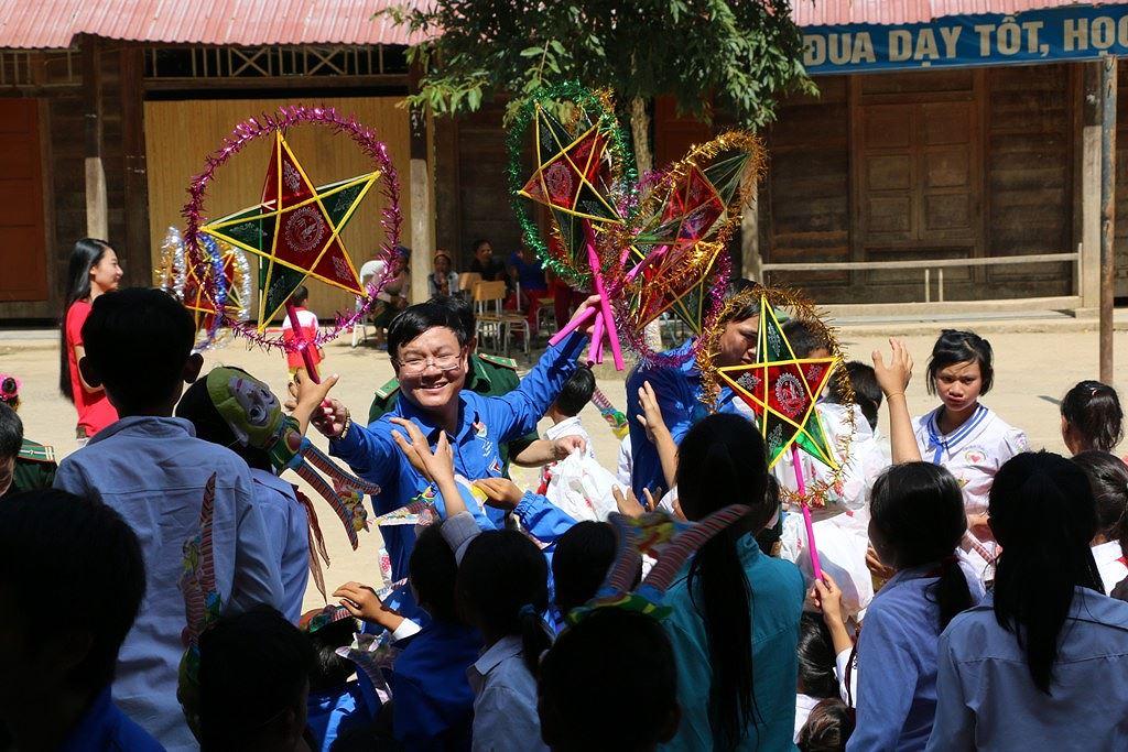 Trung thu trọn vẹn niềm vui của học sinh rốn lũ miền biên ải Ảnh 9