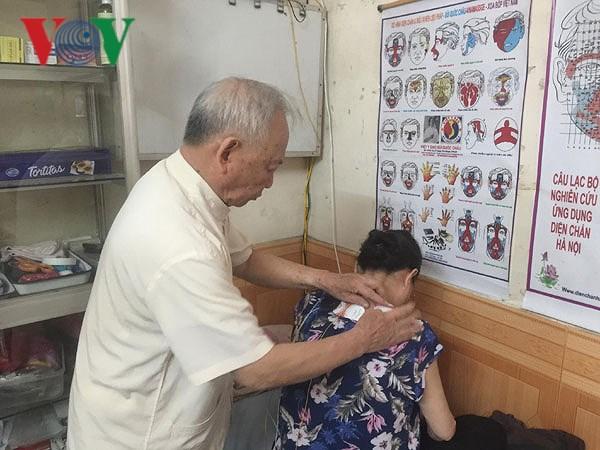 Phòng khám của 'ông tiên' mang niềm vui đến cho bệnh nhân nghèo Ảnh 3