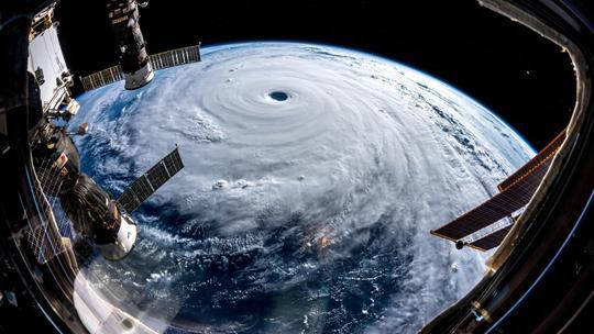 Siêu bão Trami đầy đe dọa nhìn từ không gian Ảnh 2