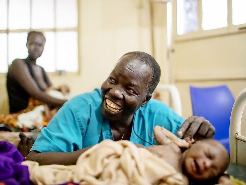 Bác sĩ Nam Sudan nhận giải Nansen vì người tị nạn Ảnh 1