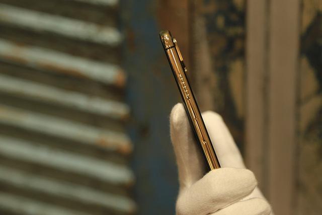 Ngắm iPhone XS Max mạ vàng 18k đầu tiên ở Việt Nam Ảnh 8