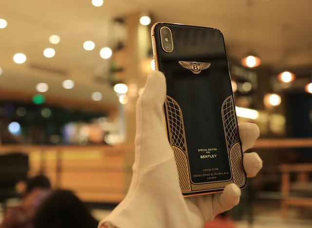 Ngắm iPhone XS Max mạ vàng 18k đầu tiên ở Việt Nam Ảnh 5