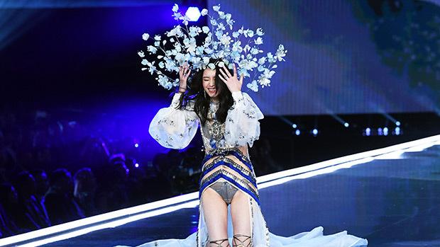 Con gái rượu của Kim Kardashian lần đầu tiên sải bước trên sàn diễn thời trang Ảnh 8