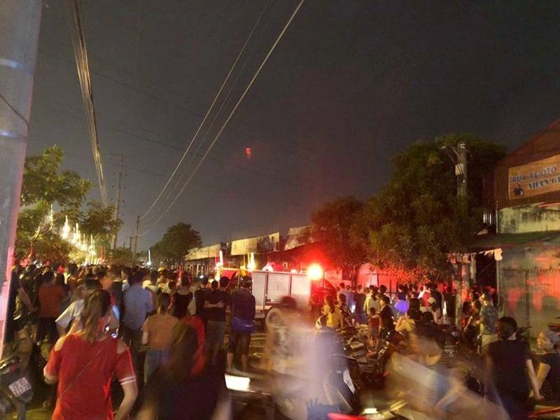 Cháy ngùn ngụt thiêu rụi 4 cửa hàng tại Hà Nội Ảnh 3