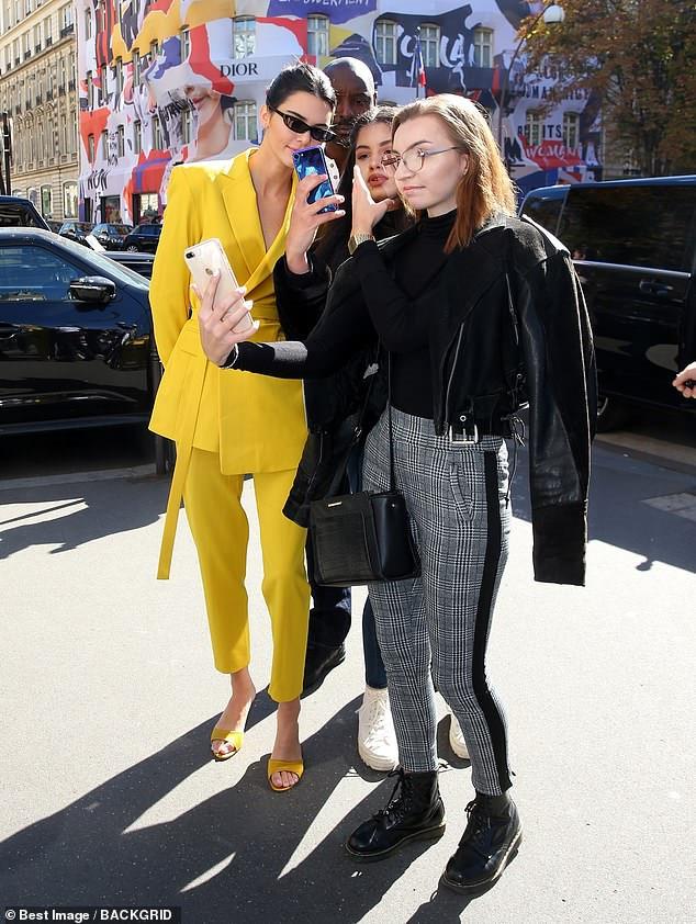 Kendall Jenner mặc kín đáo ở Paris Fashion Week 2018 Ảnh 3