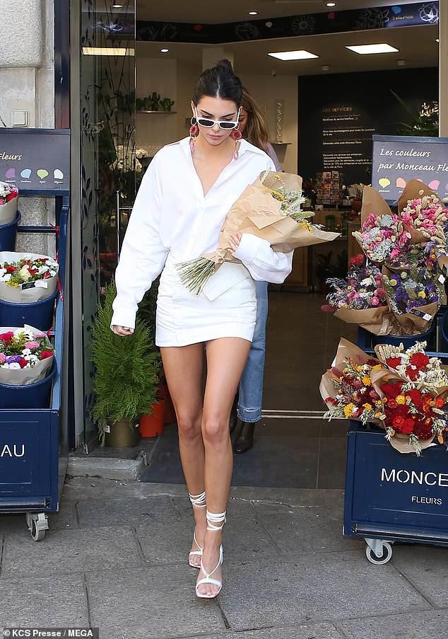Kendall Jenner mặc kín đáo ở Paris Fashion Week 2018 Ảnh 4